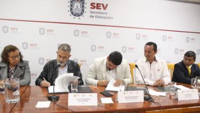 Photo of Firman convenio de colaboración SEV y Fundación Dondé