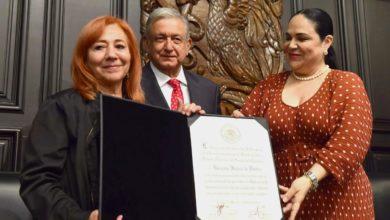 """Photo of Entrega AMLO medalla """"Belisario Domínguez"""" a Rosario Ibarra de Piedra"""