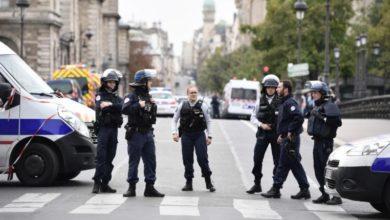 Photo of Ataque con cuchillo en jefatura de Policía deja cuatro muertos