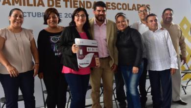 Photo of Entrega SEV fondos a Comités de Tiendas Escolares