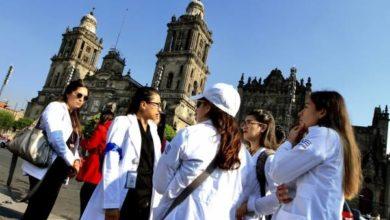 Photo of Médicos se manifiestan afuera de Palacio Nacional