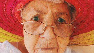 Photo of Abuelita se anuncia en internet para no pasarla sola en navidad