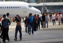 Photo of Deporta EU a 124 mexicanos en primer vuelo de  repatriación del año