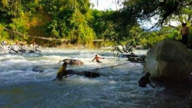 Photo of Mueren nueve personas al colapsar puente sobre río crecido en Indonesia