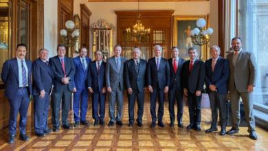 Photo of AMLO se reúne con mandatarios del PRI
