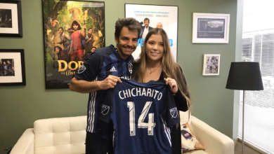 "Photo of Eugenio Derbez da bienvenida al ""Chicharito"""