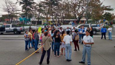 Photo of Padres de secundaria 99 bloquean carretera