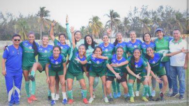 Photo of Selección de futbol femenil de la UV ¡está lista!