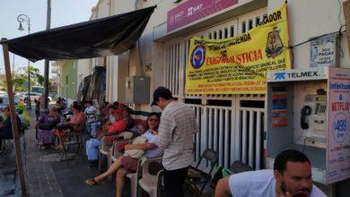 Photo of Extrabajadores portuarios toman oficinas del SAT; advierten marcha