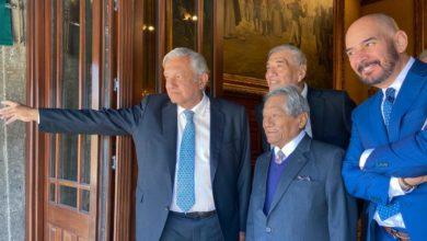 Photo of AMLO da recorrido a Manzanero por Palacio Nacional