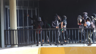 Photo of Video: Con bombas molotov vandalizan Rectoría UNAM