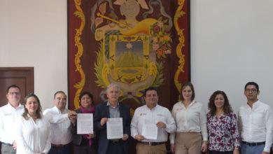 Photo of Firman Ayuntamiento e Icatver  Convenio de Colaboración