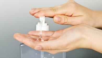 Photo of Maestros producen su propio gel antibacterial