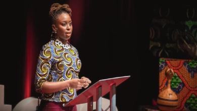 Photo of Chimamanda Ngozi Adichie, una feminista feliz africana