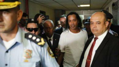 Photo of Ronaldinho muestra que tiene el toque aun estando en la cárcel #Video
