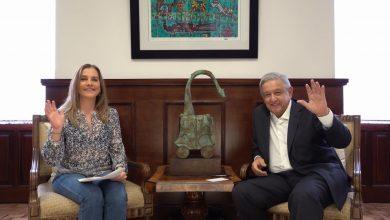 Photo of AMLO y Beatriz Gutiérrez comparten lectura en el marco del Día del Niño