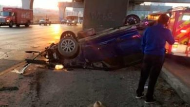 Photo of Conductor pierde control y vuelca en autopista México – Puebla