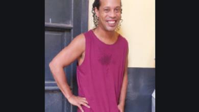 """Photo of Ronaldinho no pierde sonrisa en prisión y presenta a su nuevo """"killer"""""""