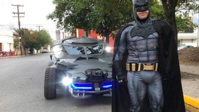 Photo of 'Batman' recorre Monterrey en su Batimóvil; pide a la gente quedarse en casa