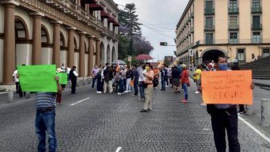 Photo of Comerciantes bloquean centro de Xalapa ; siguen sin apoyos