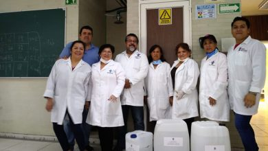 Photo of UV entregó al IMSS 230 litros de gel antibacterial