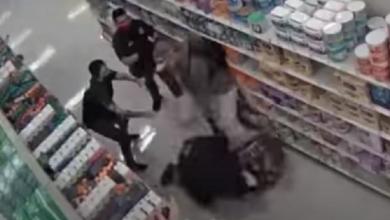 Photo of Video: Golpean al guardia que les pide usar cubrebocas