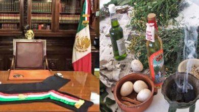 """Photo of López Obrador pide que le hagan una """"limpia"""" a su silla presidencial"""