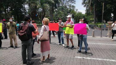 Photo of Comerciantes bloquean centro de Xalapa para que los dejen trabajar
