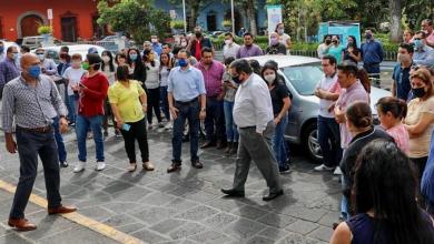 Photo of Burócratas de Coatepec olvidan Covid-19 y se aglomeran tras sismo