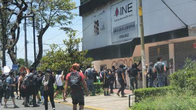 Photo of Tras protesta en Xalapa, edificios y negocios reportan daños