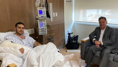 Photo of Santiago Nieto visita en el hospital a García Harfuch