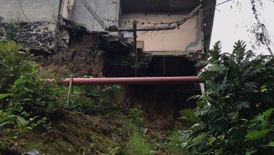 Photo of Denuncian vecinos peligro por derrumbes en colonia Manantiales de Coatepec