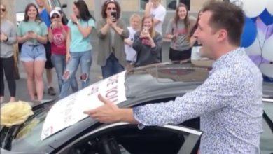 Photo of Alumnos sorprenden a su profesor y le regalan un automóvil nuevo #Video