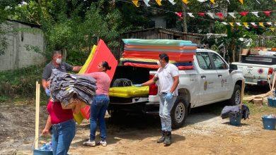 Photo of Entregan apoyos del Fonden a familias afectadas por las lluvias