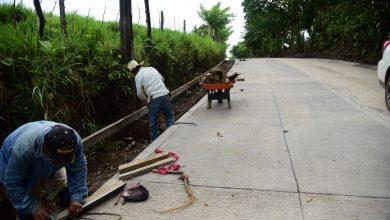 Photo of Construyen carretera entre comunidades de la montaña y Nueva Victoria