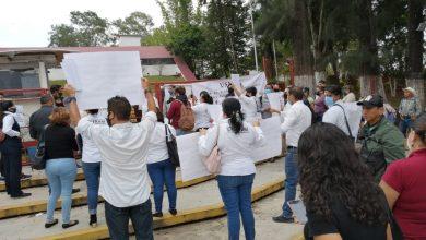 Photo of Protestan maestros en la SEV; exigen apertura en trámites sindicales