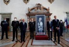 Photo of Italia entrega a Francia el Banksy robado en el Bataclán