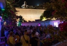 Photo of España prohíbe fumar en la calle y cierra discotecas por rebrote de coronavirus