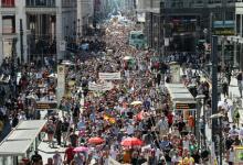 Photo of Miles de personas protestan en Berlín contra restricciones por Covid-19