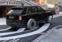 Photo of Auto sorprende por usar rollos de papel en lugar de llantas