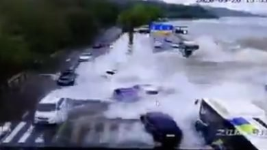 Photo of Ola gigante en un río sorprende a varios carros en plena carretera #Video