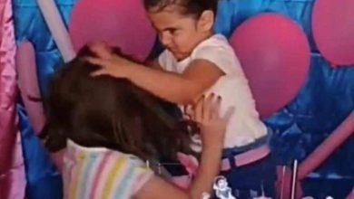 Photo of Vídeo: Niña golpea a su hermana por arruinar su cumpleaños