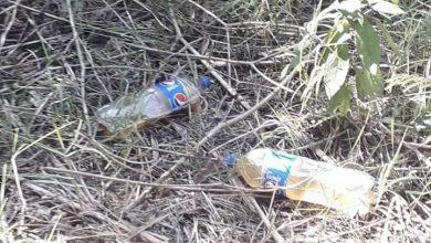 Photo of Arrojan botellas de plástico con orines en bosque de Arco Sur