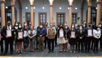 Photo of Gobernador Cuitláhuac García entrega el Premio Estatal de la Juventud 2020