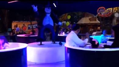 "Photo of Muere al salir proyectado de ""El Pingüino"" en Six Flags"