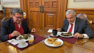 Photo of Obrador desayuna con Monreal y acuerdan aprobar cambio a Ley de AFORES