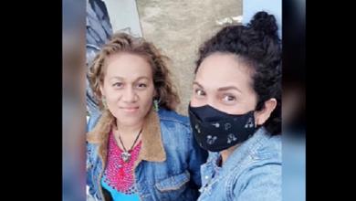 Photo of La pandemia obligó a modista a transformar vestidos de noche en cubrebocas