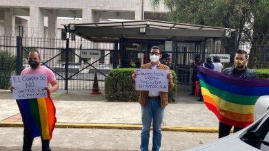 Photo of Activistas realizan caravana para exigir a legisladores que cumplan sus promesas