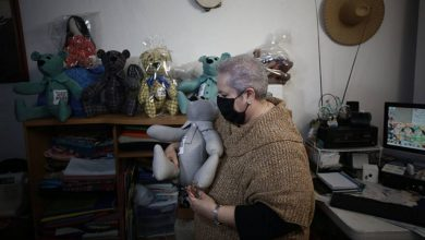 Photo of Crea ositos de peluche con prendas de fallecidos por Covid
