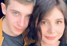 Photo of Se divorcia de su esposo para casarse con su hijastro de 20 años